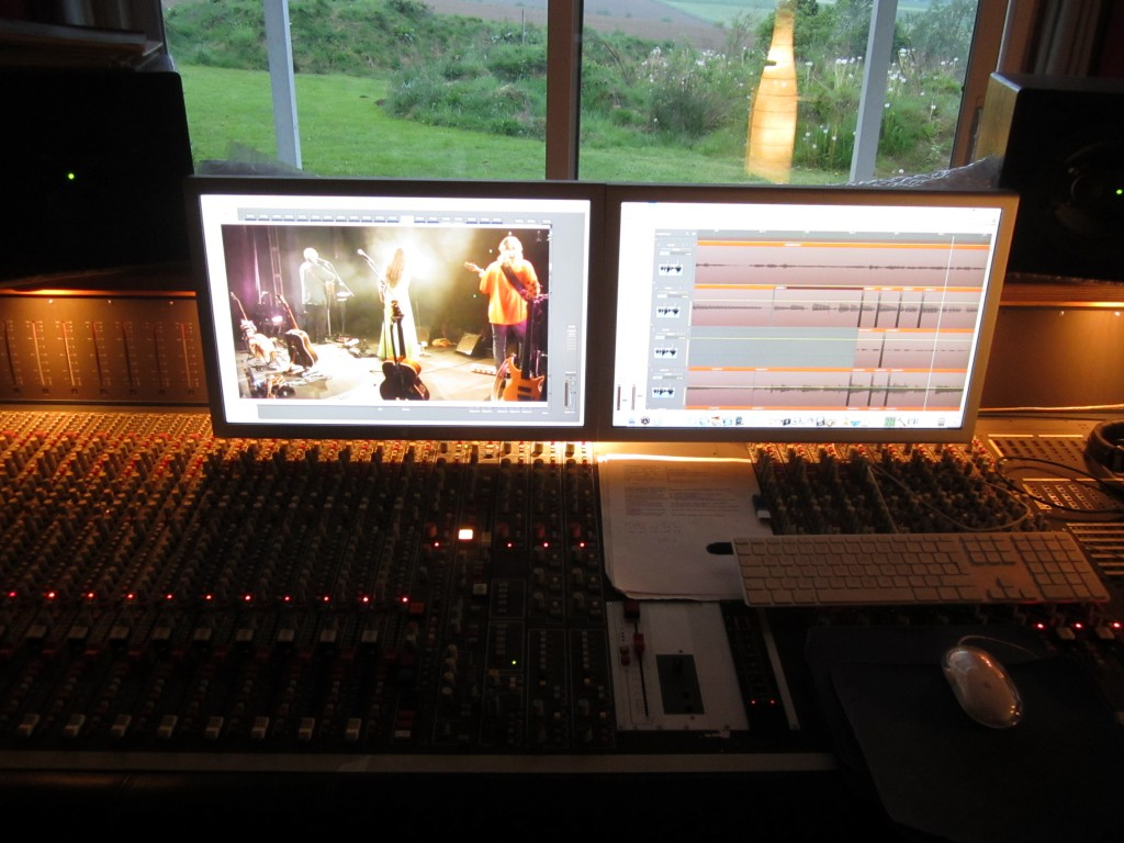 """ADT console with 2 x 23"""" screens + nearfields Geithain RL 904"""